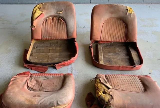 Cặp ghế ô tô rách được rao bán hơn 2 tỷ đồng ở Mỹ - Ảnh 1.