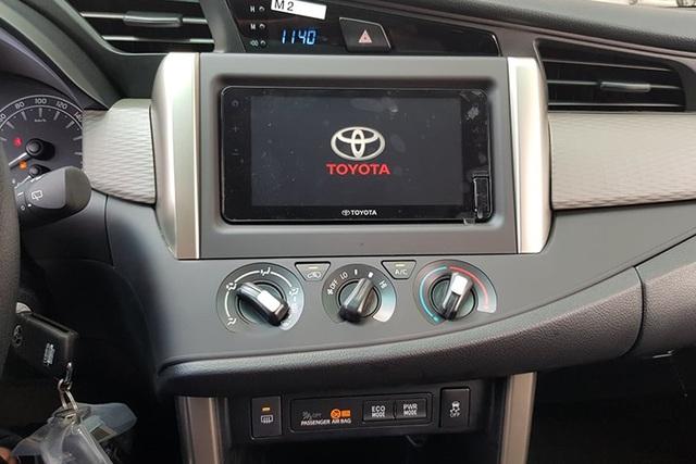 Toyota Innova 2020 lộ diện hoàn toàn tại đại lý: Đầu hầm hố như SUV, thêm trang bị mới, đáp trả Mitsubishi Xpander - Ảnh 4.