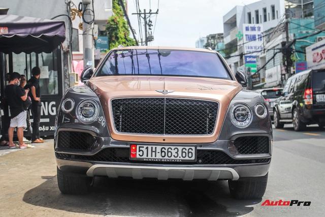 Cận cảnh Bentley Bentayga V8 hai tông màu cực độc của doanh nhân Hoàng Kim Khánh, tiểu sử của chiếc xe gây chú ý - Ảnh 2.