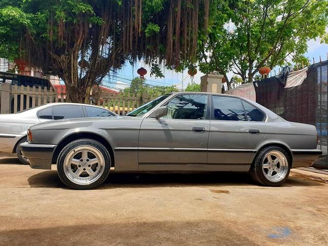 Bán BMW E34 già gần 30 tuổi, chủ xe vẫn được khen tới tấp dù chào giá hơn 320 triệu đồng - Ảnh 2.