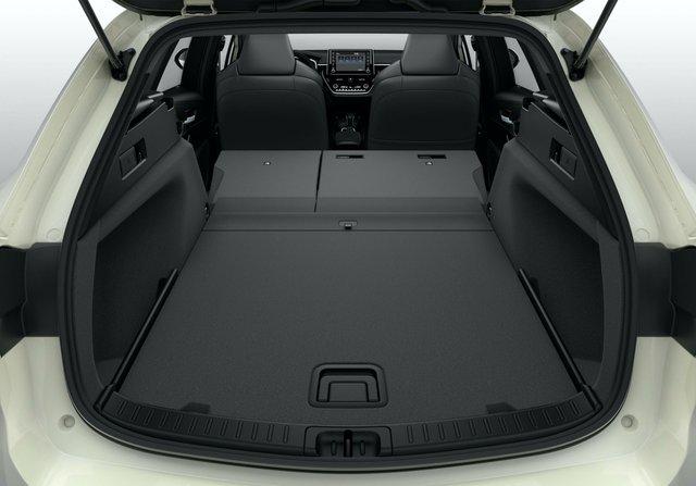 Suzuki Swace gây sốc khi đắt hơn bản gốc Toyota Corolla - Ảnh 4.