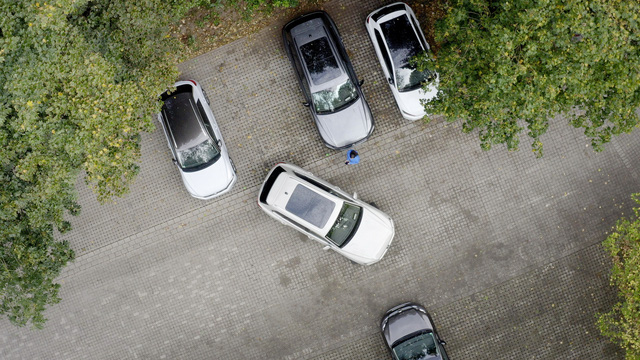 Xe đen đủi ở Việt Nam Volkswagen Touareg có thêm công nghệ đỗ xe kiểu mới - Ảnh 4.