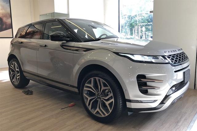 Range Rover chính hãng giảm giá sốc, 'vợt' khách nhà giàu cuối năm - Ảnh 1.