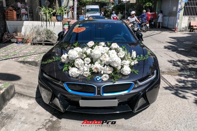 Loạt siêu xe, xe sang hùng hậu đưa dâu trong đám cưới Xemesis - Xoài Non, chú rể cầm lái xe hoa BMW i8 4 tỷ - Ảnh 2.