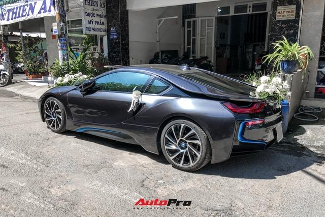 Loạt siêu xe, xe sang hùng hậu đưa dâu trong đám cưới Xemesis - Xoài Non, chú rể cầm lái xe hoa BMW i8 4 tỷ - Ảnh 4.