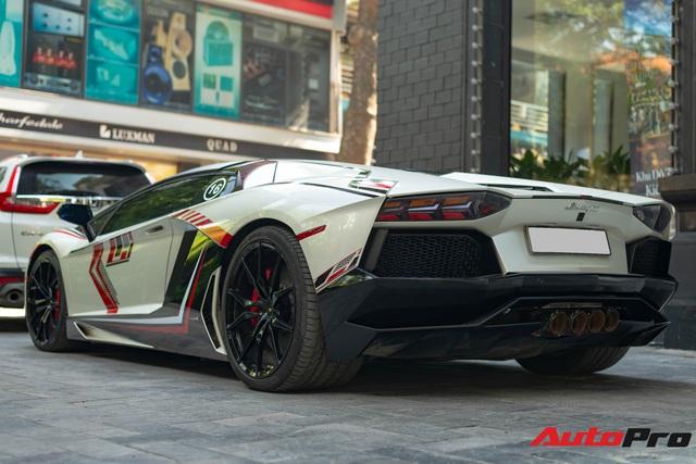 Lamborghini Aventador Roadster LP700-4 của đại gia Hà Nội lột xác bằng lớp decal lấy cảm hứng từ phiên bản độc nhất thế giới - Ảnh 2.