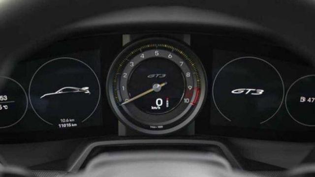 Porsche 911 GT3 lộ nội thất nhưng vòng tua máy 9.000 v/ph mới gây chú ý - Ảnh 1.