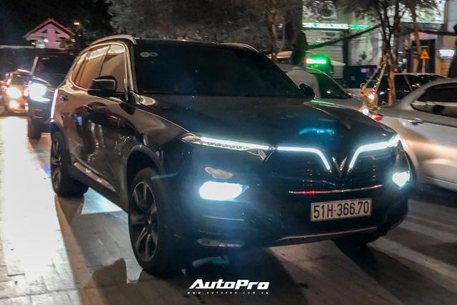 Tiệc cưới Công Phượng: Xe sang ra vào tấp nập, Lexus chiếm đa số, HLV Park Hang-seo và dàn cầu thủ đi xe lạ đến dự - Ảnh 4.