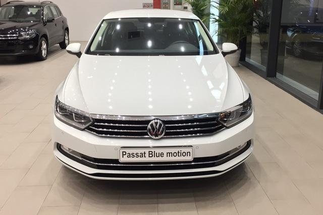 Volkswagen giảm giá gần 180 triệu đồng: Tiguan Allspace, Passat cạnh tranh GLB, C-Class bằng giá 'mềm' - Ảnh 2.