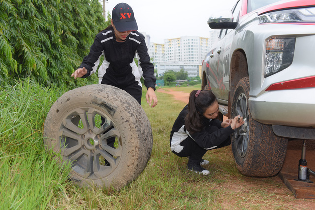 Hai bóng hồng 9X Sài Gòn lái bán tải tranh tài tại giải đua xe địa hình lớn nhất Việt Nam - Ảnh 2.
