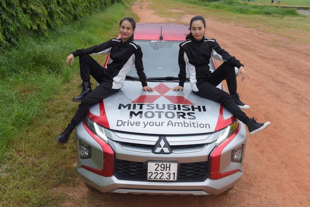 Hai bóng hồng 9X Sài Gòn lái bán tải tranh tài tại giải đua xe địa hình lớn nhất Việt Nam - Ảnh 1.