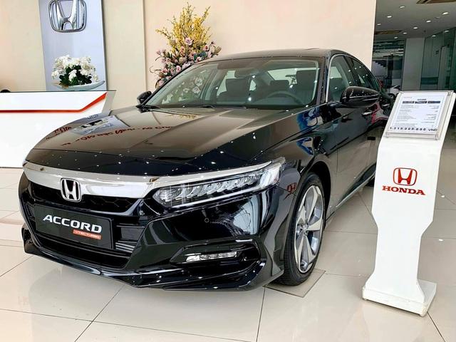 Đại lý xả kho Honda Accord với giá sập sàn: Giảm cao nhất 320 triệu đồng, chạm đáy mới tại Việt Nam - Ảnh 1.