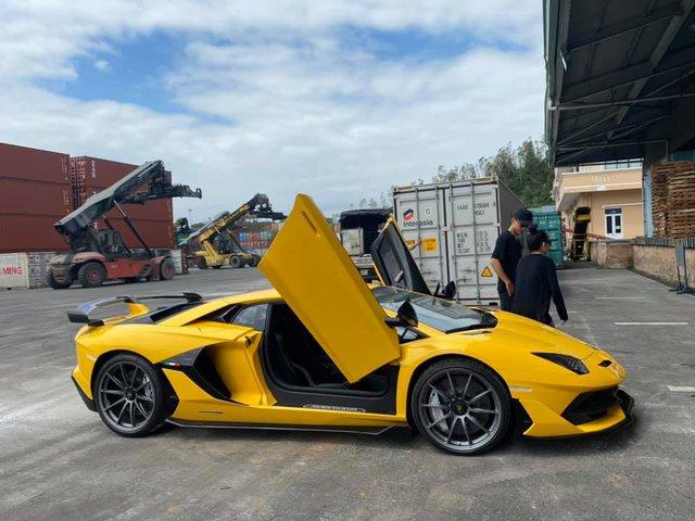 Sau 5 tháng, Lamborghini Aventador SVJ thứ hai chính thức cập bến về Việt Nam với màu sơn ấn tượng - Ảnh 2.