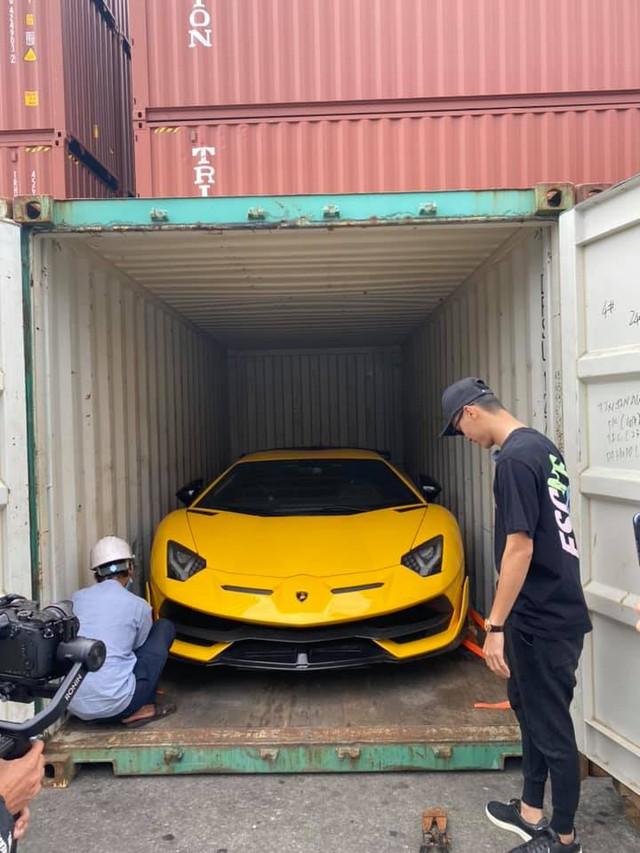 Sau 5 tháng, Lamborghini Aventador SVJ thứ hai chính thức cập bến về Việt Nam với màu sơn ấn tượng - Ảnh 4.