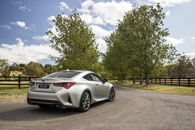 Lexus RC cập nhật phiên bản mới - Xe chơi điệu đà đối đầu BMW 4-Series Coupe và Mercedes C-Class Coupe - Ảnh 2.