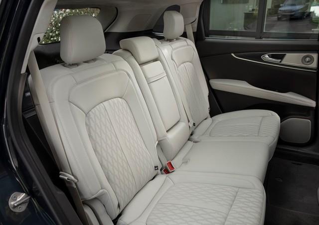 Ra mắt Lincoln Nautilus 2021: Đấu Lexus GX 460 bằng trang bị - Ảnh 4.