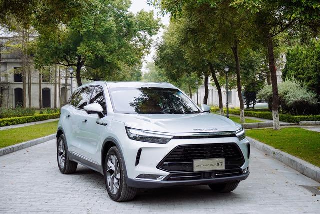 Ô tô Trung Quốc đang bán tại Việt Nam thảm hại ở quê nhà, Zotye Z8 và BAIC Q7 không bán nổi 1 xe - Ảnh 1.