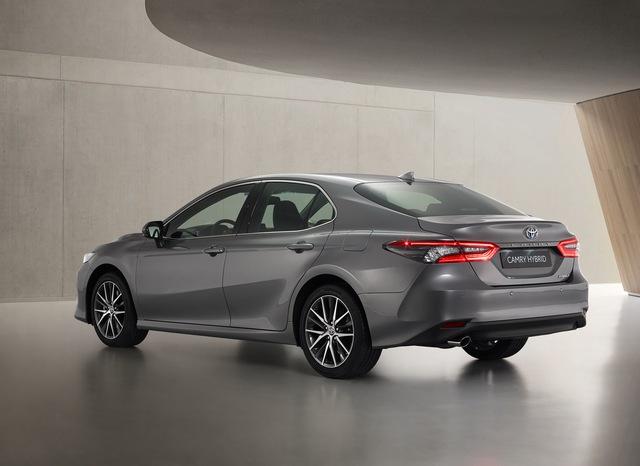 Ra mắt Toyota Camry Hybrid 2021: Hoàn thiện hơn với thiết kế, công nghệ mới - Ảnh 3.