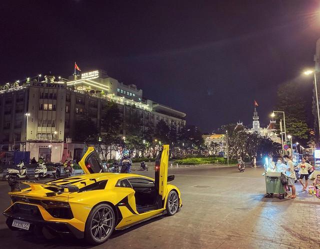 Lamborghini Aventador SVJ thứ 2 Việt Nam được chuyển về Sài Gòn, tấm biển gắn trên xe gây tò mò - Ảnh 4.