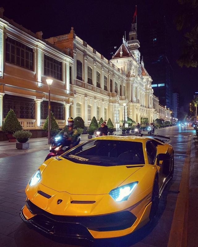 Lamborghini Aventador SVJ thứ 2 Việt Nam được chuyển về Sài Gòn, tấm biển gắn trên xe gây tò mò - Ảnh 2.