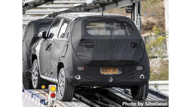 Hyundai chạy thử SUV siêu nhỏ, nhiều khả năng là Hyundai Grand i10 gầm cao - Ảnh 1.