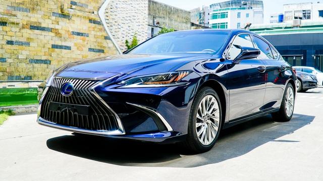 Lexus ES 2021 ra mắt Việt Nam: Thêm 2 tính năng, chưa có dẫn động bốn bánh, giá từ 2,54 tỷ đồng, cạnh tranh E-Class - Ảnh 1.