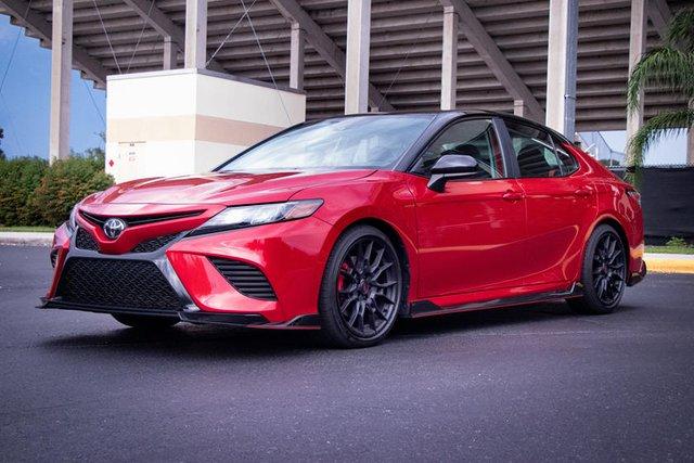 Toyota nở mày nở mặt nhờ Camry và RAV4, chứng minh sedan vẫn sống tốt dù SUV đang lên ngôi - Ảnh 1.