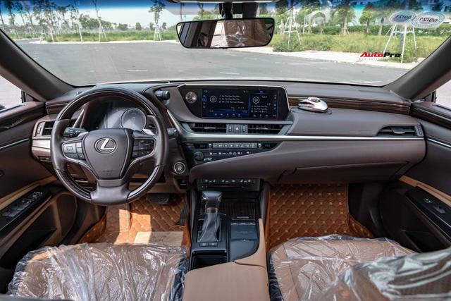Lexus ES 250 2020 vừa ra mắt, bản cũ chạy 20.000km bán lại chỉ thấp hơn 200 triệu đồng - Ảnh 3.