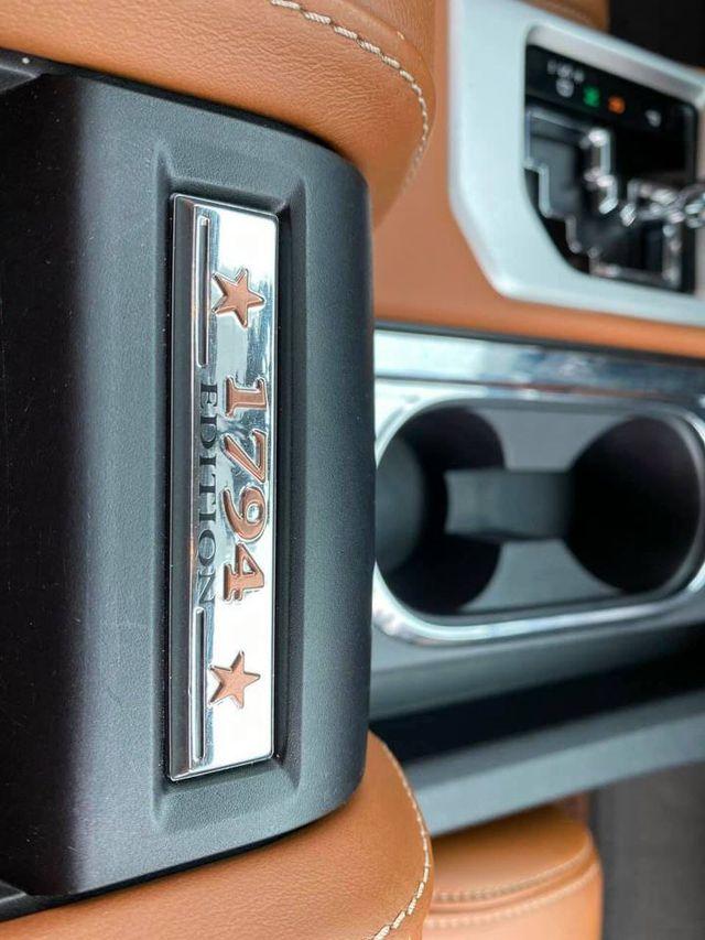 Siêu bán tải Toyota Tundra chạy 4 năm giữ giá gần 3 tỷ đồng: Thêm lựa chọn cho dân chơi chán Ford F-150 - Ảnh 5.