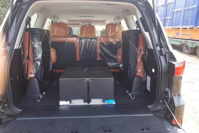 Lexus LX 570 Super Sport 2021 đầu tiên về Việt Nam: Giá hơn 9 tỷ, nâng cấp ăn chắc mặc bền nhưng vẫn là hàng hot cho đại gia Việt - Ảnh 3.