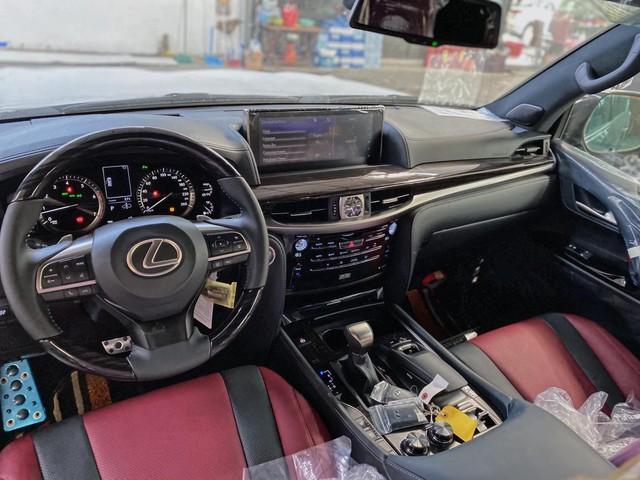 Lexus LX 570 Super Sport 2021 đầu tiên về Việt Nam: Giá hơn 9 tỷ, nâng cấp ăn chắc mặc bền nhưng vẫn là hàng hot cho đại gia Việt - Ảnh 7.