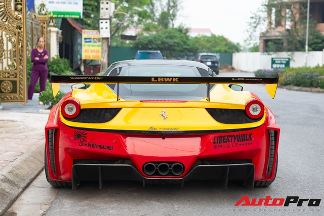 Bắt gặp Ferrari 458 Italia độ Liberty Walk LB-Silhouette Works GT độc nhất Việt Nam, được đồn đoán nằm chung garage với loạt siêu xe khủng - Ảnh 5.