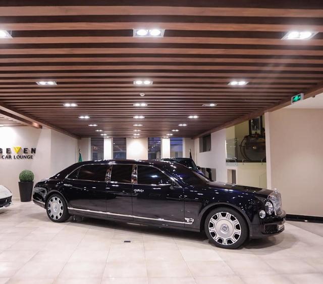 Đại lí chào hàng Bentley Mulsanne bản cực hiếm cho đại gia Việt: Giá cả chục tỷ đồng, dài rộng chưa từng thấy - Ảnh 1.