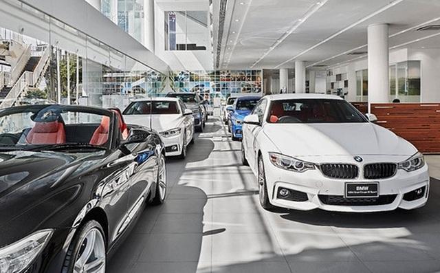 Loạt xe ô tô hạng sang nhập khẩu bất ngờ giảm giá tới gần 200 triệu dịp cuối năm - Ảnh 1.