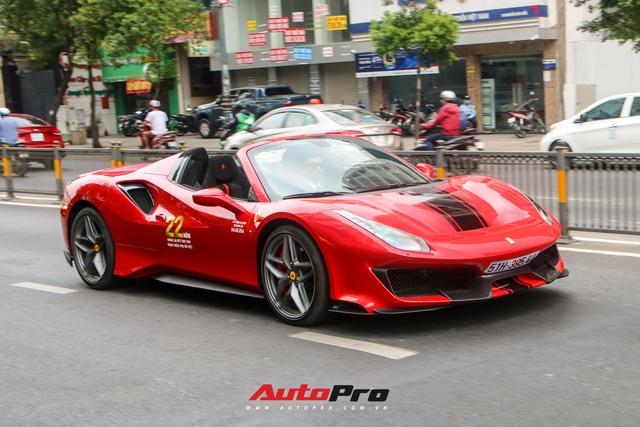 Hoàng Kim Khánh lần đầu cầm lái, khoe khả năng mở mui của Ferrari 488 Pista Spider trên đường phố Việt - Ảnh 2.