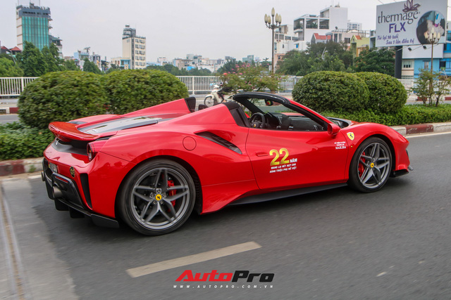 Hoàng Kim Khánh lần đầu cầm lái, khoe khả năng mở mui của Ferrari 488 Pista Spider trên đường phố Việt - Ảnh 3.
