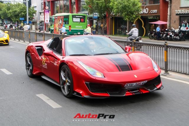 Hoàng Kim Khánh lần đầu cầm lái, khoe khả năng mở mui của Ferrari 488 Pista Spider trên đường phố Việt - Ảnh 5.