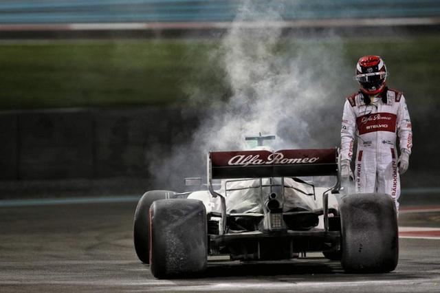 Cận cảnh: Cựu vô địch F1 thế giới thoát chết thần kỳ khi xe đua bốc cháy dữ dội - Ảnh 6.