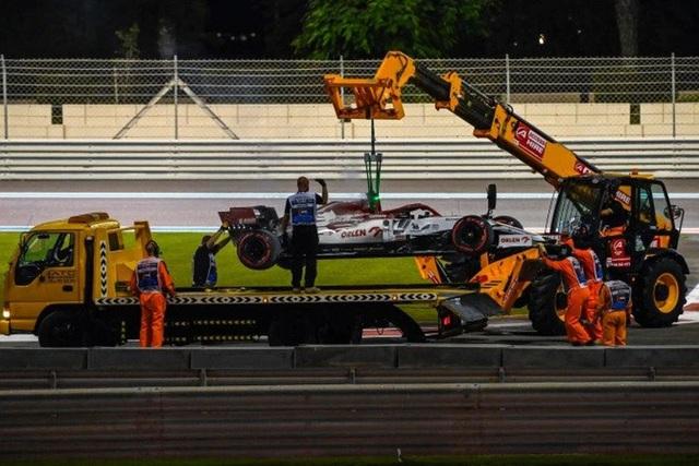 Cận cảnh: Cựu vô địch F1 thế giới thoát chết thần kỳ khi xe đua bốc cháy dữ dội - Ảnh 7.