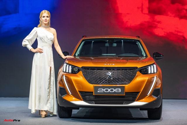 Ra mắt Peugeot 2008 tại Việt Nam: Giá từ 739 triệu đồng, công nghệ an toàn như xe sang, phả hơi nóng lên Hyundai Kona - Ảnh 1.