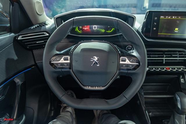 Ra mắt Peugeot 2008 tại Việt Nam: Giá từ 739 triệu đồng, công nghệ an toàn như xe sang, phả hơi nóng lên Hyundai Kona - Ảnh 4.