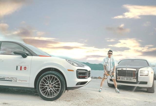 Vừa tậu 3 chiếc BMW có giá hơn 12 tỷ, Minh nhựa đăng ảnh chụp sang chảnh bên cạnh Porsche Cayenne Coupe mới coóng - Ảnh 1.