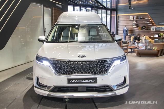 Chi tiết Kia Sedona High Limousine 2021 ngoài đời thực: Sang như xe Đức, giá quy đổi hơn 1,2 tỷ đồng khiến người Việt phát thèm - Ảnh 2.