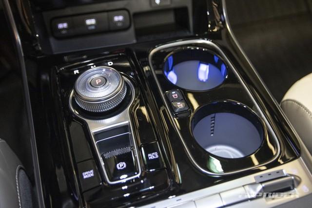 Chi tiết Kia Sedona High Limousine 2021 ngoài đời thực: Sang như xe Đức, giá quy đổi hơn 1,2 tỷ đồng khiến người Việt phát thèm - Ảnh 7.