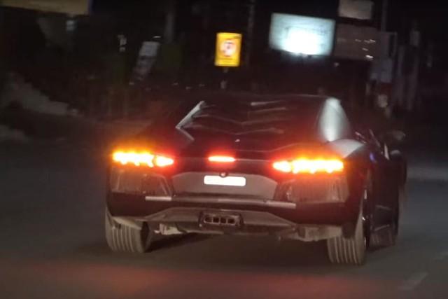 Honda Civic hóa thân thành Lamborghini Aventador rẻ nhất thế giới - Ảnh 4.