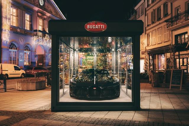 Siêu xe Bugatti La Voiture Noire được đóng hộp đón Giáng sinh, cách làm gợi liên tưởng tới VinFast President - Ảnh 2.