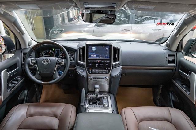 Toyota Land Cruiser VXS Executive Lounge 2021 đầu tiên Việt Nam có gì để thuyết phục nhà giàu Việt xuống tiền hơn 6 tỷ đồng? - Ảnh 3.