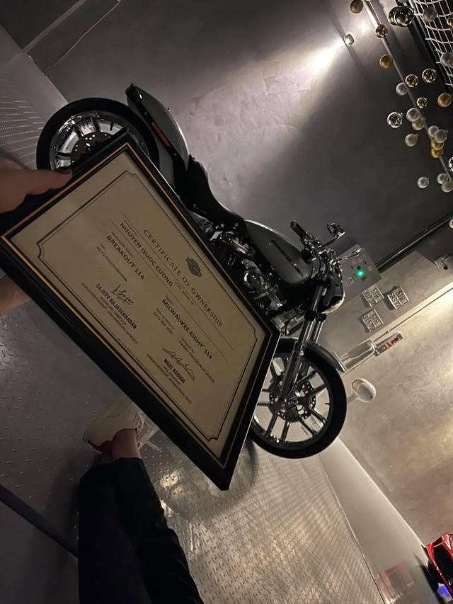 Doanh nhân Nguyễn Quốc Cường được bà xã tặng Harley-Davidson Breakout 114 giá chính hãng gần 800 triệu đồng - Ảnh 2.