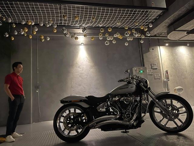 Doanh nhân Nguyễn Quốc Cường được bà xã tặng Harley-Davidson Breakout 114 giá chính hãng gần 800 triệu đồng - Ảnh 1.