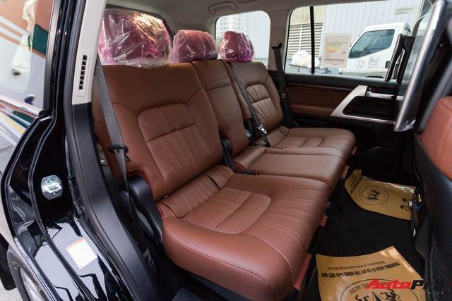 Cận cảnh Toyota Land Cruiser VX.S V8 2021 giá hơn 8 tỷ đồng: Lựa chọn thay thế mẫu Lexus LX 570 cho giới đại gia Việt - Ảnh 8.